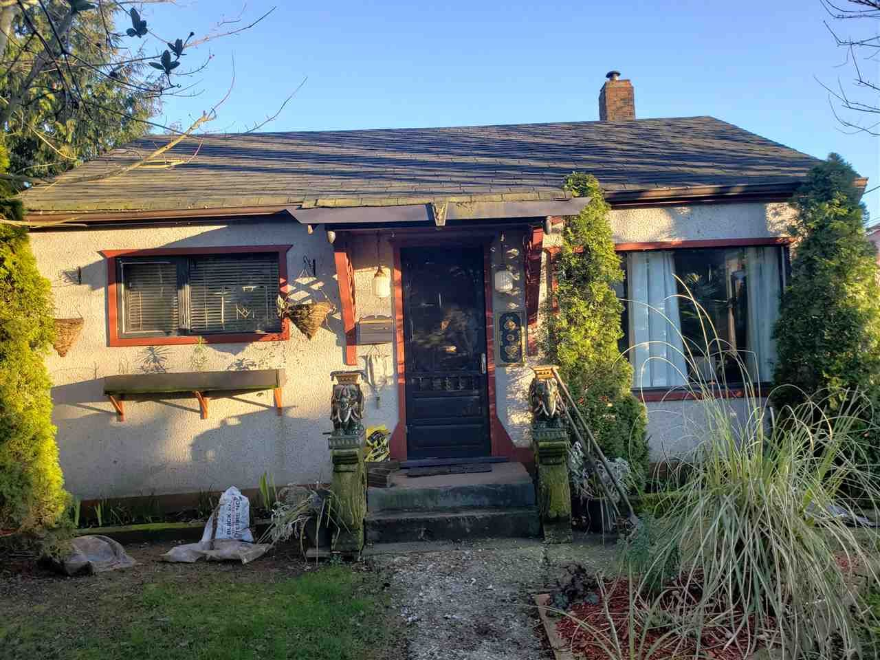 Main Photo: 2132 HAMILTON STREET in New Westminster: Connaught Heights House  : MLS®# R2442760