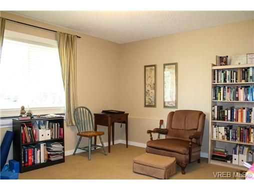 Photo 13: Photos: 560 Heatherdale Lane in VICTORIA: SW Royal Oak Row/Townhouse for sale (Saanich West)  : MLS®# 728837