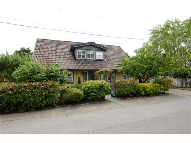 "Main Photo: 132 66TH Street in Tsawwassen: Boundary Beach House for sale in ""BOUNDARY BAY"" : MLS®# V1072239"