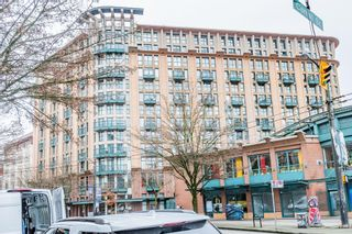 """Photo 1: 619 22 E CORDOVA Street in Vancouver: Downtown VE Condo for sale in """"Van Horne"""" (Vancouver East)  : MLS®# R2334498"""