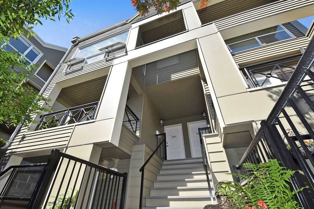 Main Photo: 2209 ALDER Street in Vancouver: Fairview VW Townhouse for sale (Vancouver West)  : MLS®# R2069588