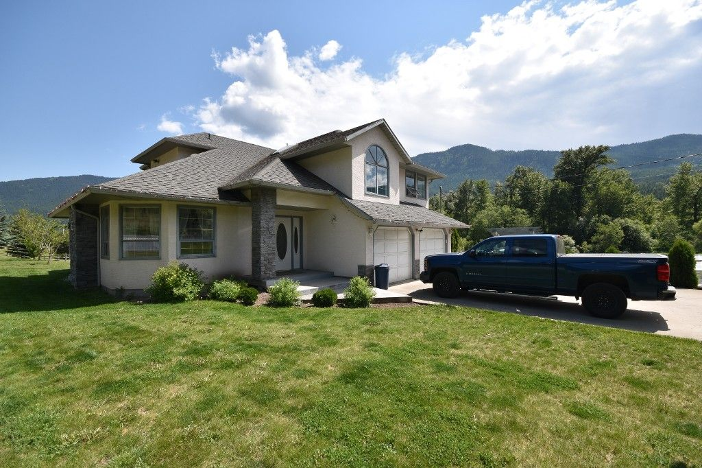 Main Photo: 4675 Highway 97 in Falkland: Salmon Vly / Falkland House for sale (North Okanagan)  : MLS®# 10117553