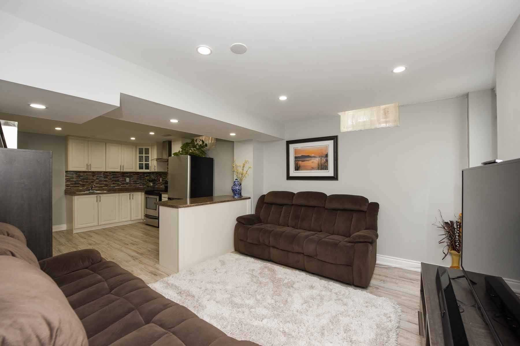 Photo 4: Photos: 20 Hallen Road in Brampton: Fletcher's West House (Apartment) for lease : MLS®# W5074220
