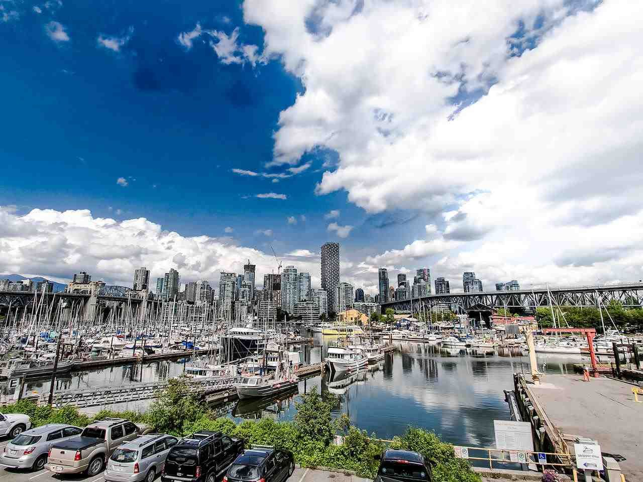 """Main Photo: 402 1510 W 1ST Avenue in Vancouver: False Creek Condo for sale in """"Mariner Point"""" (Vancouver West)  : MLS®# R2462648"""