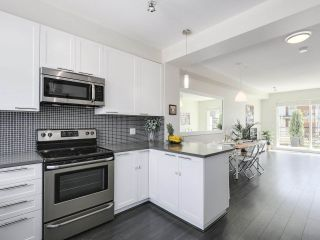 """Photo 11: 222 2228 162 Street in Surrey: Grandview Surrey Townhouse for sale in """"BREEZE"""" (South Surrey White Rock)  : MLS®# R2181833"""