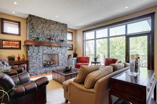 Photo 2: 2783 77 Street SW in Calgary: Springbank Hill Detached for sale : MLS®# A1070936