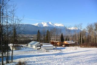 """Photo 2: 400 S VIEWMOUNT Road in Smithers: Smithers - Rural House for sale in """"VIEWMOUNT AREA"""" (Smithers And Area (Zone 54))  : MLS®# R2423279"""