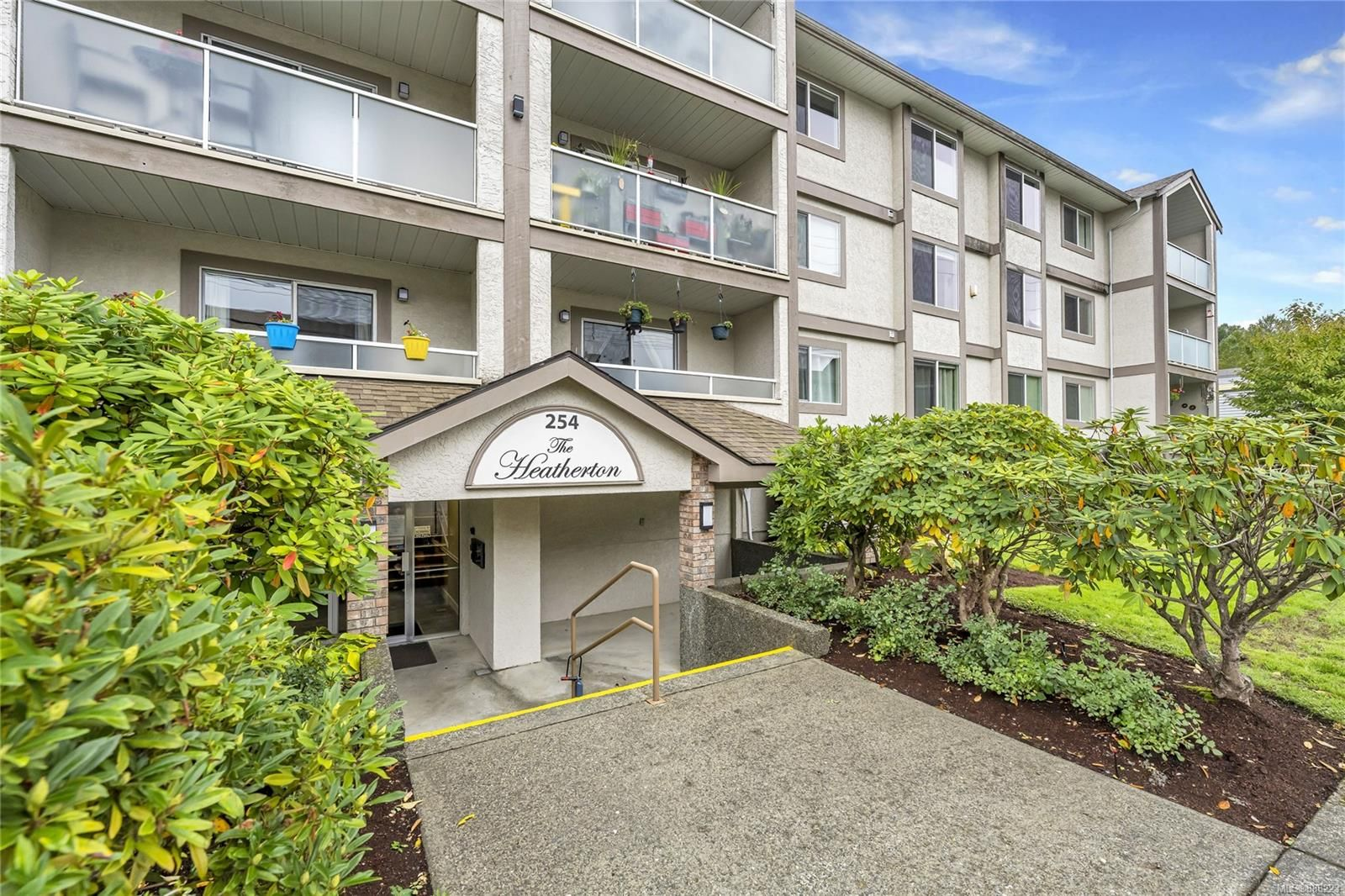 Main Photo: 208 254 First St in : Du West Duncan Condo for sale (Duncan)  : MLS®# 888223