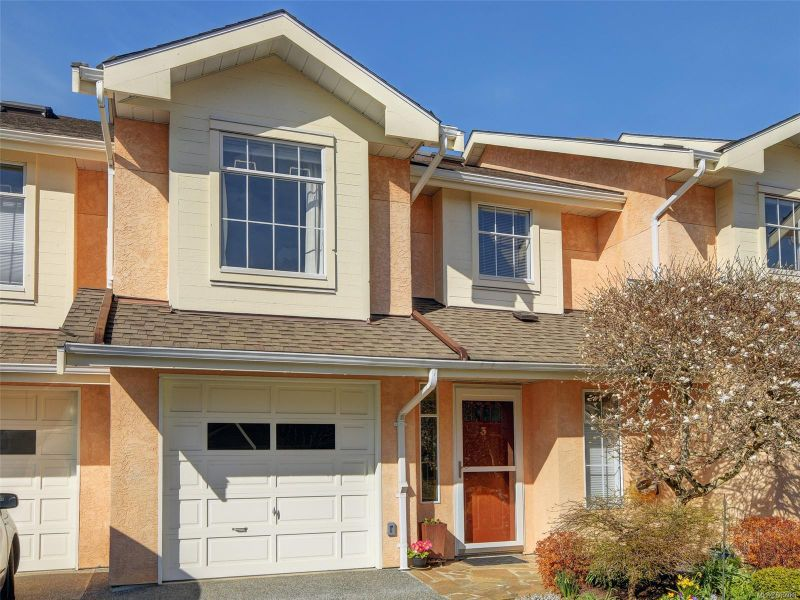 FEATURED LISTING: 3 - 10471 Resthaven Dr Sidney