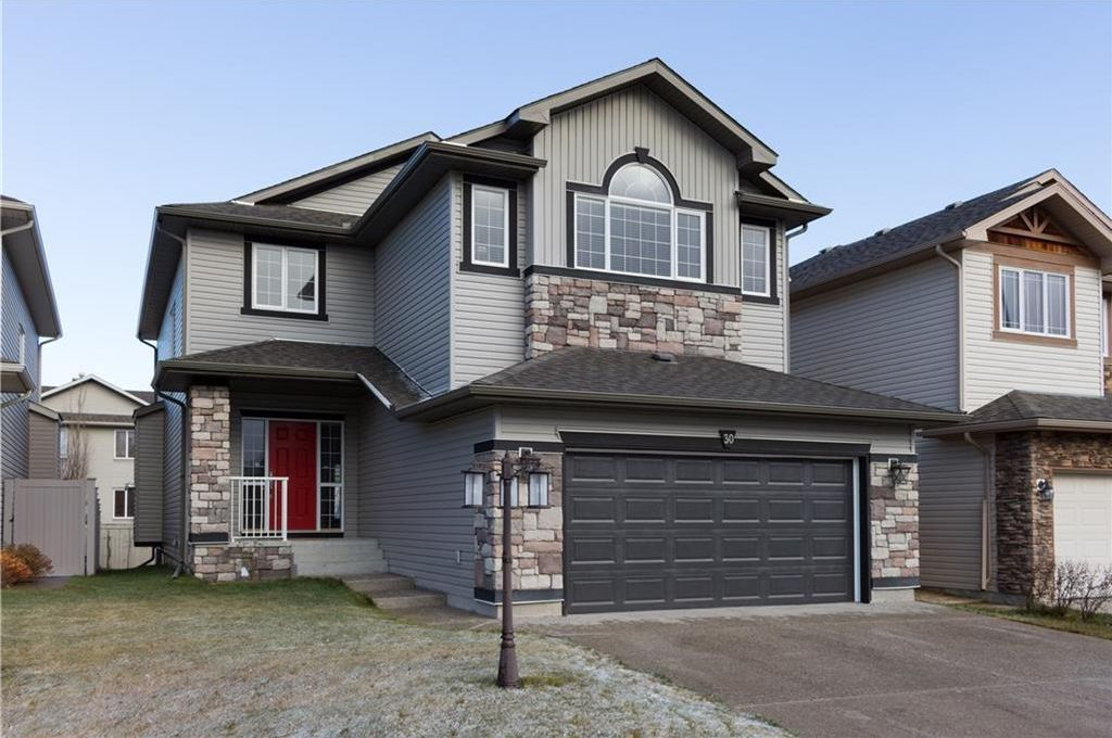 Main Photo: 30 WEST POINTE Manor: Cochrane House for sale : MLS®# C4150247