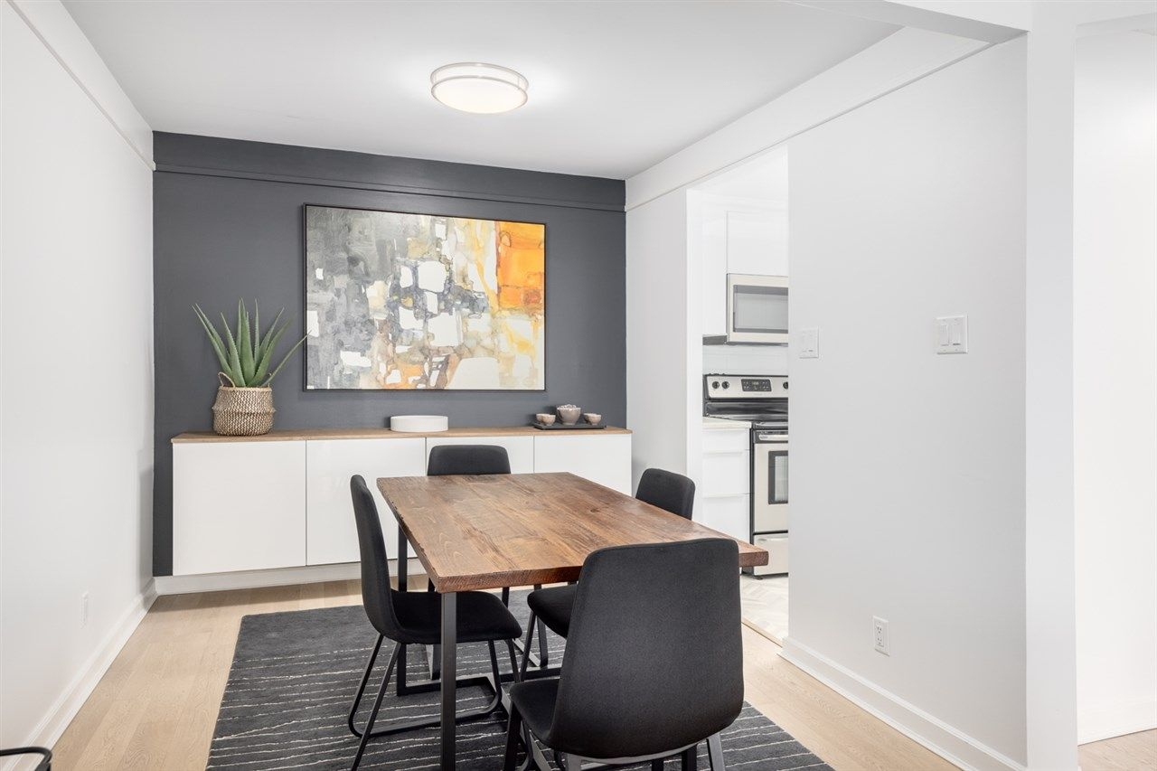 """Photo 10: Photos: 307 1470 PENNYFARTHING Drive in Vancouver: False Creek Condo for sale in """"Harbour Cove"""" (Vancouver West)  : MLS®# R2552898"""