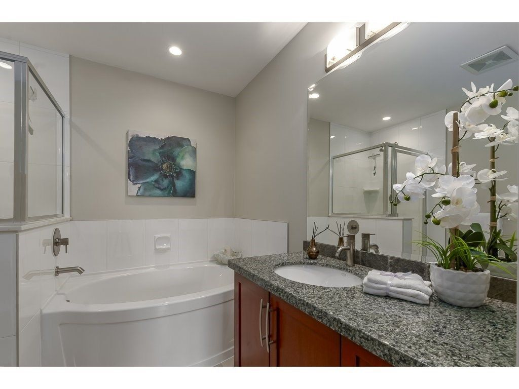 """Photo 15: Photos: 318 5430 201 Street in Langley: Langley City Condo for sale in """"The Sonnet"""" : MLS®# R2282213"""
