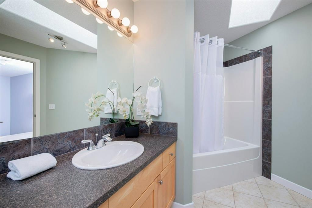 Photo 31: Photos: 32 Prominence Park SW in Calgary: Patterson Row/Townhouse for sale : MLS®# A1112438