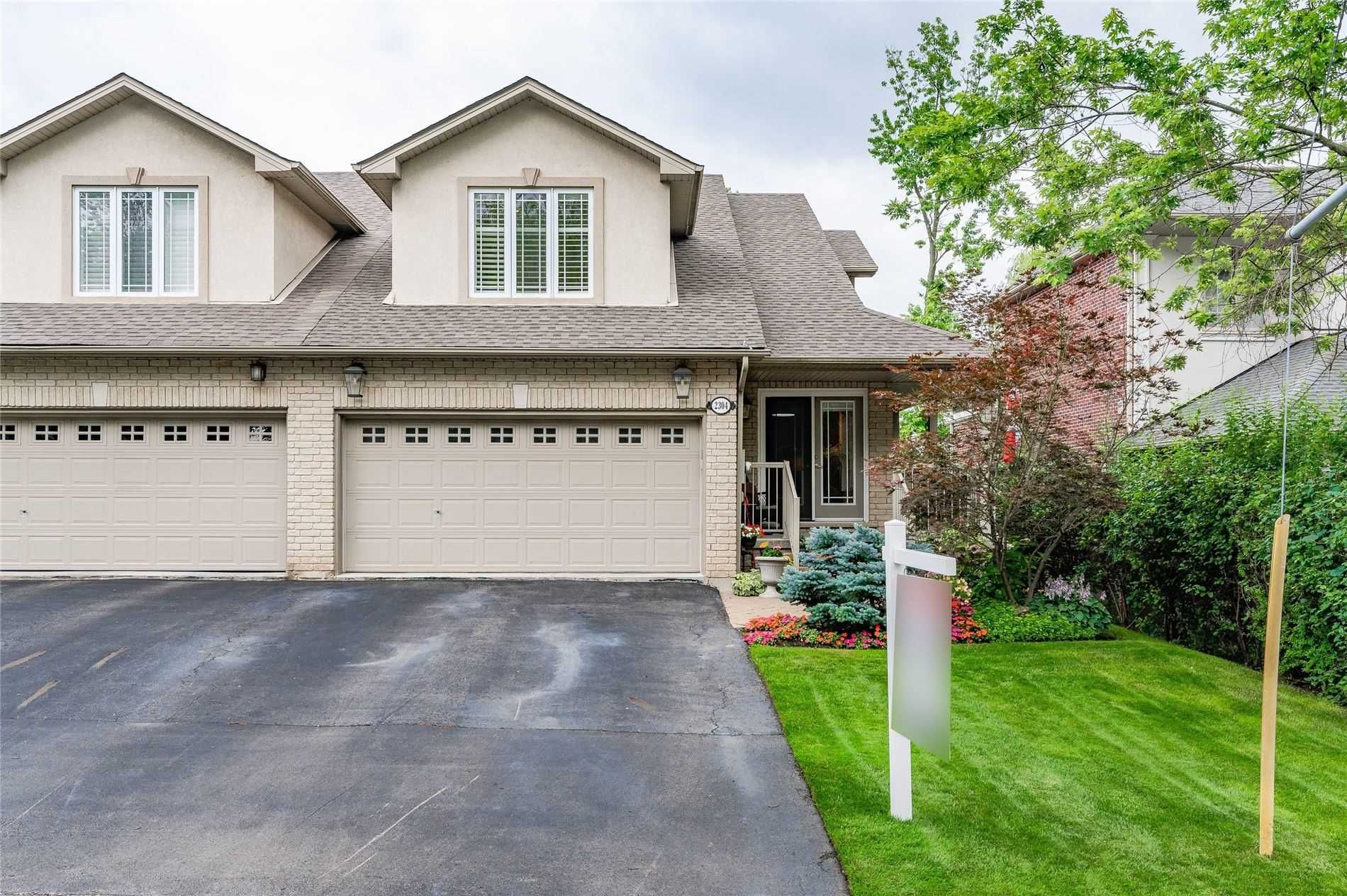 Main Photo: 2304 Sovereign Street in Oakville: Bronte West House (Bungaloft) for sale : MLS®# W5329641