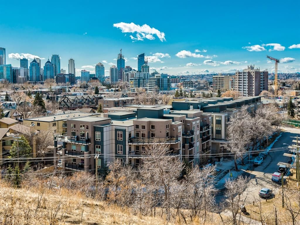 Main Photo: 216 823 5 Avenue NW in Calgary: Sunnyside Apartment for sale : MLS®# A1127836