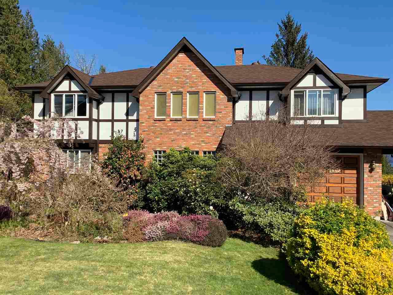 Main Photo: 1564 THOMPSON Road in Langdale: Gibsons & Area House for sale (Sunshine Coast)  : MLS®# R2571660
