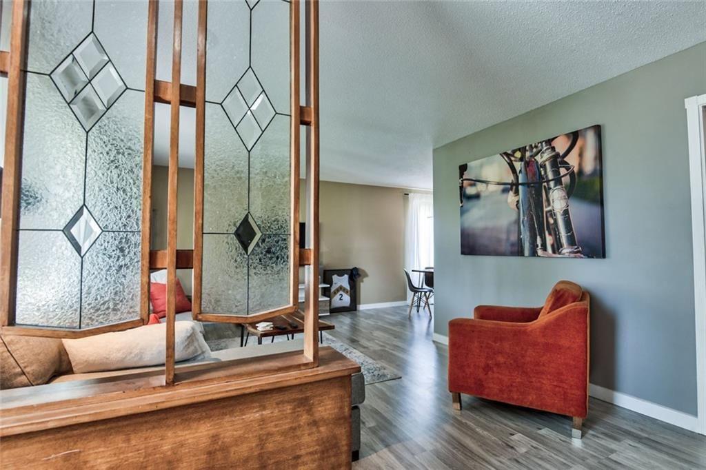 Photo 4: Photos: 624 ARLINGTON Drive SE in Calgary: Acadia Detached for sale : MLS®# C4261601