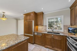 Photo 4: 28 Glacier Place SW in Calgary: Glamorgan Detached for sale : MLS®# A1091436
