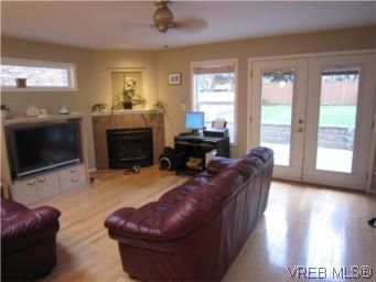 Photo 3: Photos: 569 Langholme Dr in VICTORIA: Co Wishart North House for sale (Colwood)  : MLS®# 528948