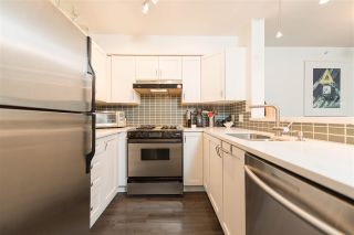 """Photo 9: 409 2181 W 12TH Avenue in Vancouver: Kitsilano Condo for sale in """"THE CARLINGS"""" (Vancouver West)  : MLS®# R2109924"""