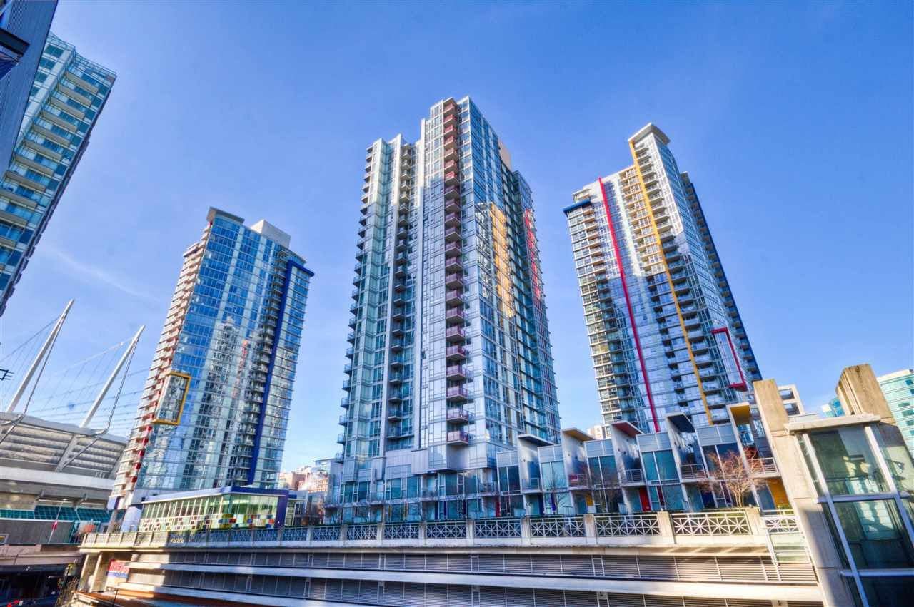 "Main Photo: 2701 131 REGIMENT Square in Vancouver: Downtown VW Condo for sale in ""SPECTRUM"" (Vancouver West)  : MLS®# R2032610"