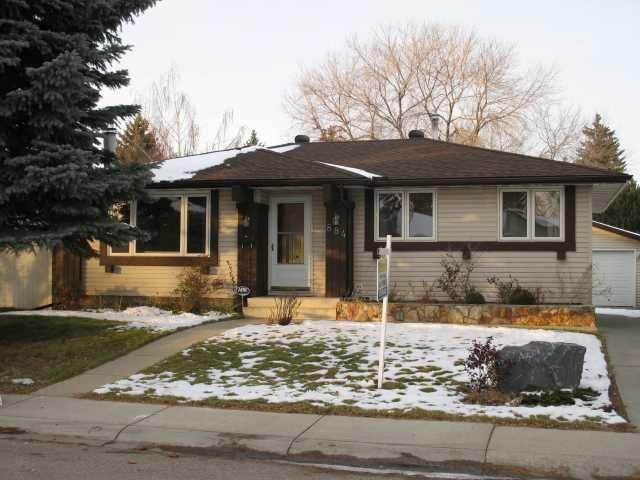 Main Photo: 884 LYSANDER Drive SE in CALGARY: Lynnwood_Riverglen Residential Detached Single Family for sale (Calgary)  : MLS®# C3591766