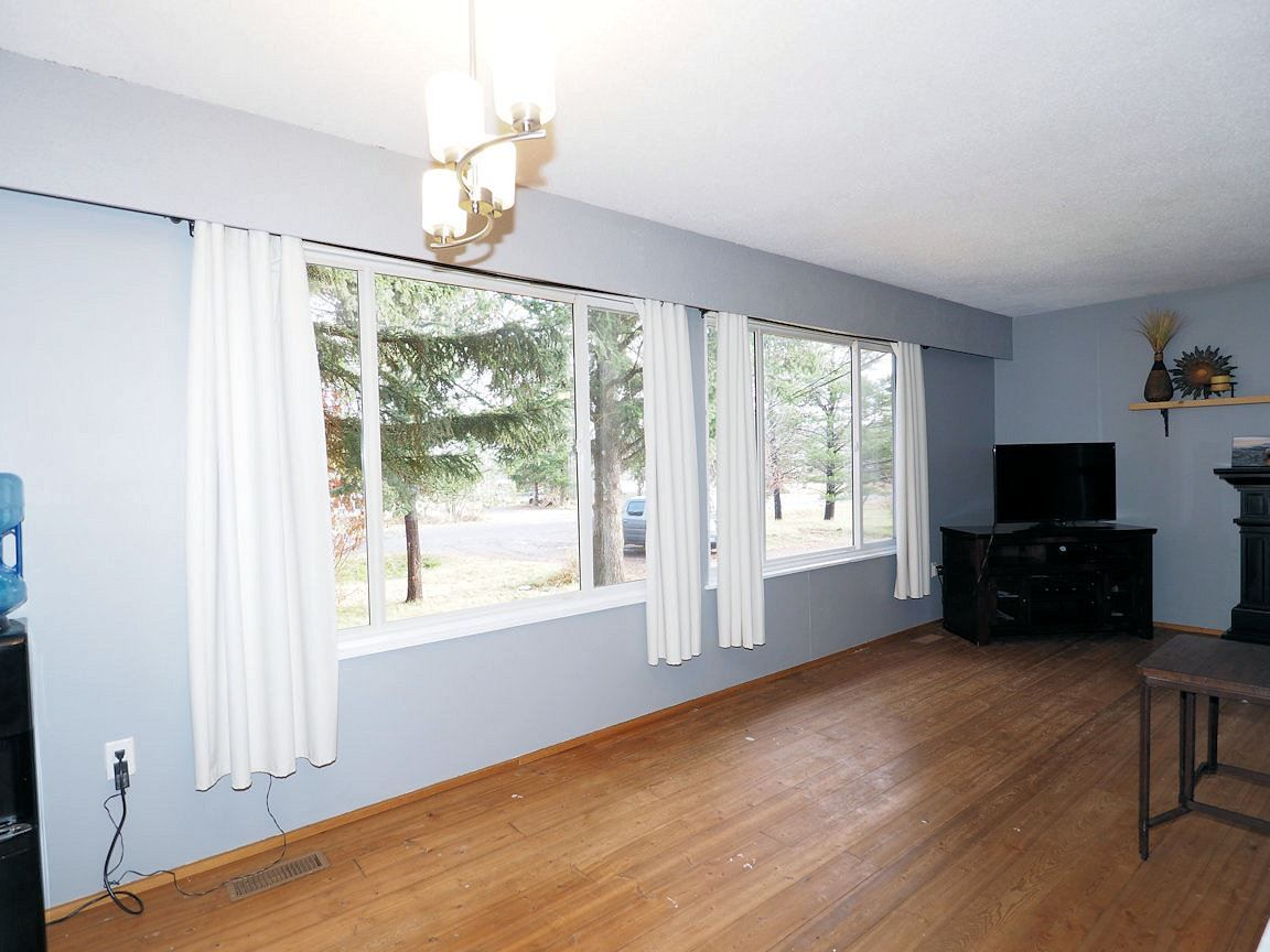 Photo 6: Photos: 6496 GREY Crescent in 100 Mile House: Horse Lake House for sale (100 Mile House (Zone 10))  : MLS®# R2418657