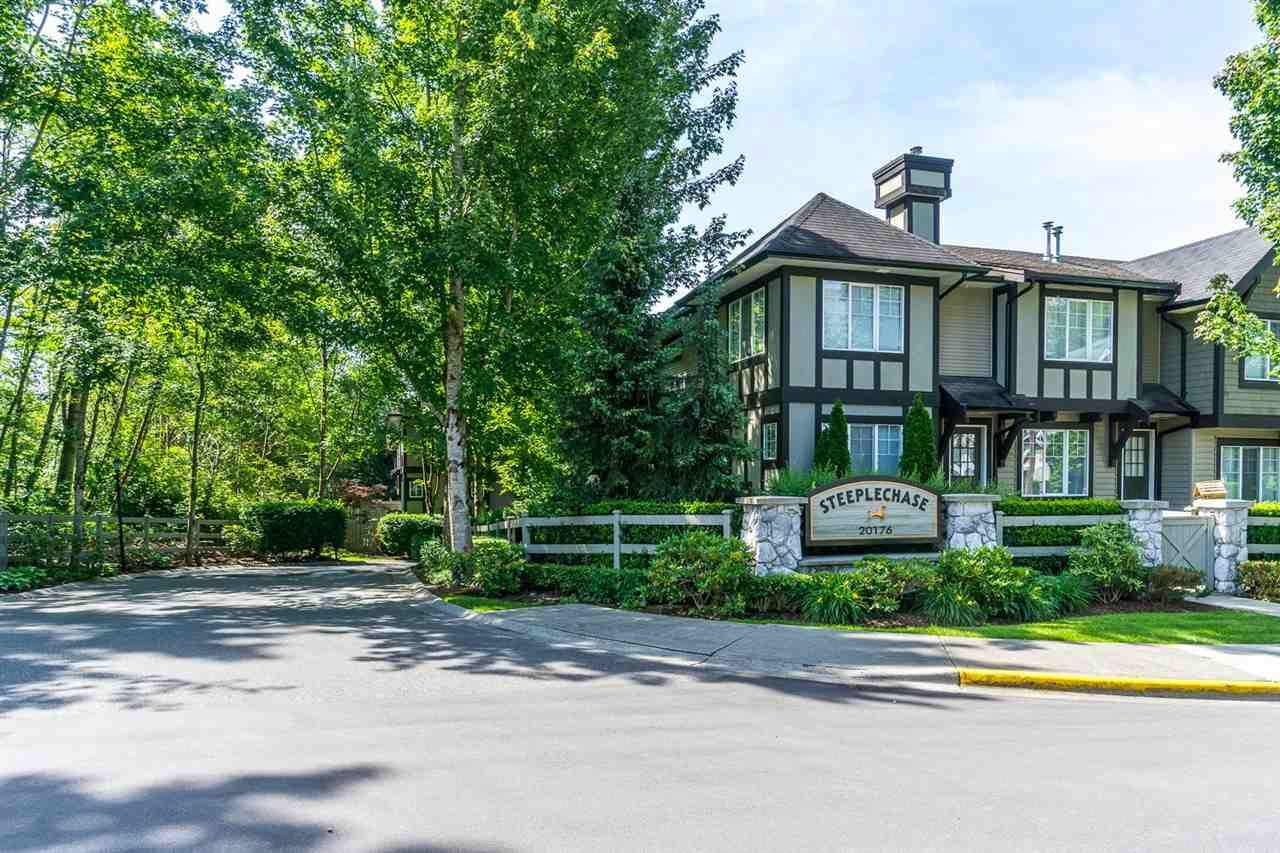 """Main Photo: 34 20176 68 Avenue in Langley: Willoughby Heights Townhouse for sale in """"STEEPLECHASE"""" : MLS®# R2075476"""