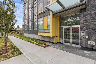 """Photo 2: PH18 2889 E 1ST Avenue in Vancouver: Hastings Condo for sale in """"FIRST & RENFREW"""" (Vancouver East)  : MLS®# R2486160"""