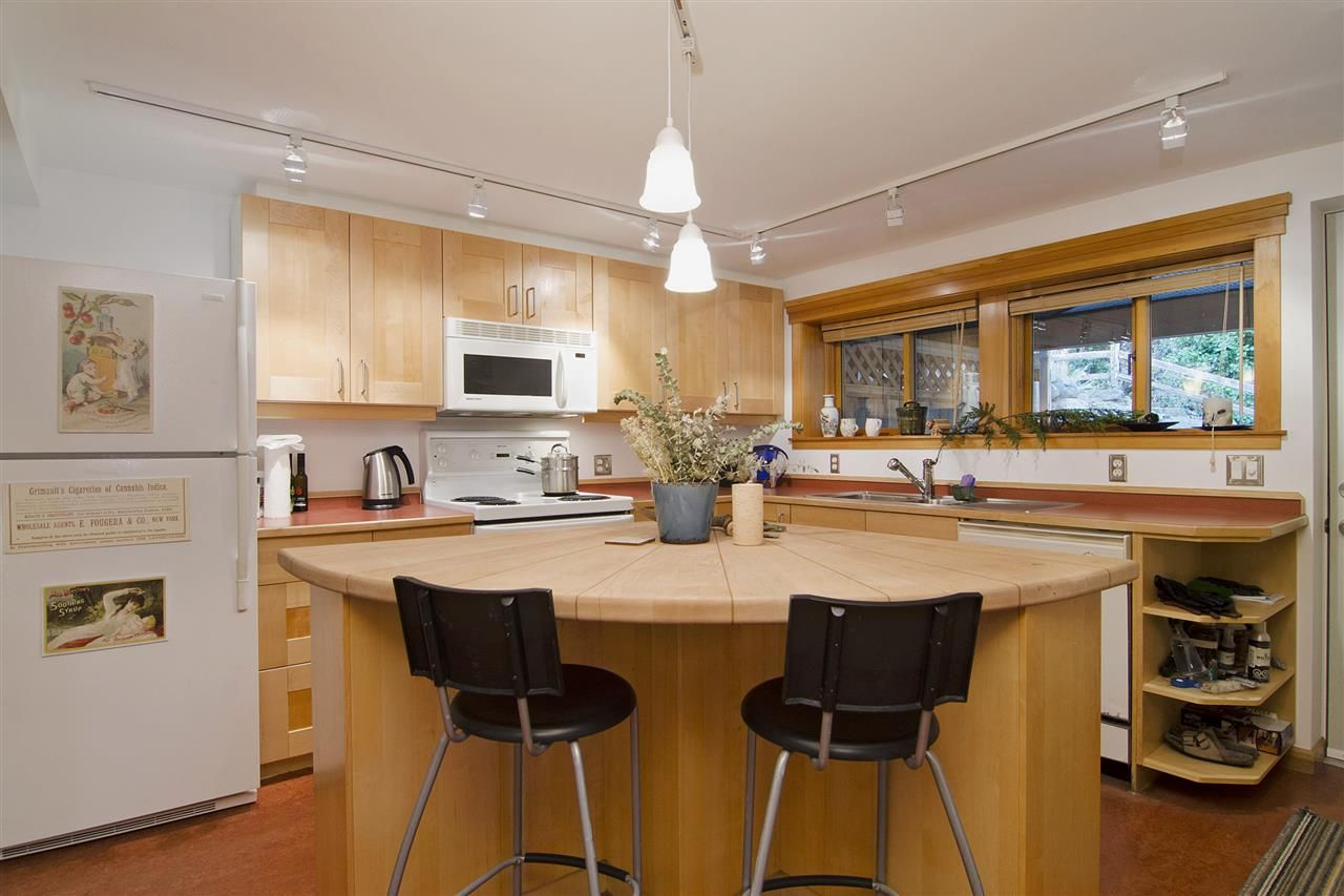 Photo 13: Photos: 1190 SINCLAIR Street in West Vancouver: Ambleside House for sale : MLS®# R2027738