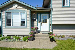 Photo 2: 10304 89 Street in Fort St. John: Fort St. John - City NE House for sale (Fort St. John (Zone 60))  : MLS®# R2282200