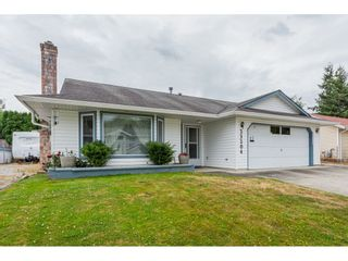 """Photo 1: 33304 MEADOWLANDS Avenue in Abbotsford: Central Abbotsford House for sale in """"Terry Fox School Area"""" : MLS®# R2397473"""