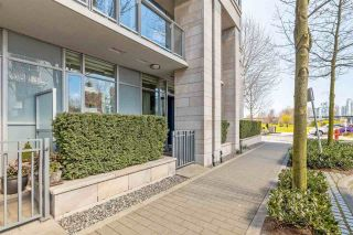 "Photo 3: 186 ATHLETES Way in Vancouver: False Creek Condo for sale in ""VILLAGE ON FALSE CREEK - BRIDGE"" (Vancouver West)  : MLS®# R2575530"