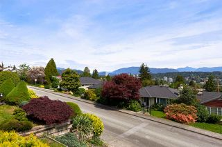 """Photo 17: 824 SURREY Street in New Westminster: The Heights NW House for sale in """"THE HEIGHTS"""" : MLS®# R2064909"""