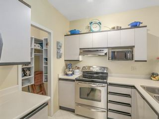 """Photo 5: 207 1924 COMOX Street in Vancouver: West End VW Condo for sale in """"WINDGATE BY THE PARK"""" (Vancouver West)  : MLS®# R2109767"""