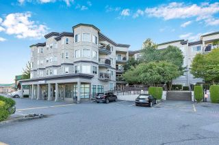Photo 1: 416 5759 GLOVER Road in Langley: Langley City Condo for sale : MLS®# R2601059