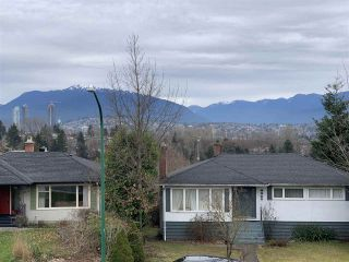 Photo 4: 4214 HAZELWOOD Crescent in Burnaby: Garden Village House for sale (Burnaby South)  : MLS®# R2337640