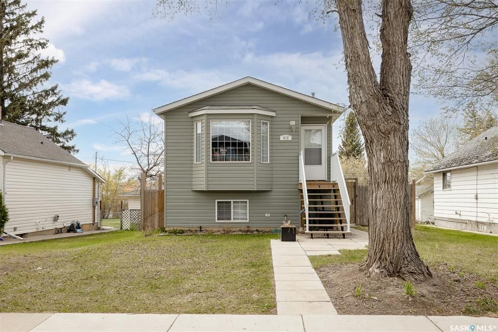 Main Photo: 415 L Avenue North in Saskatoon: Westmount Residential for sale : MLS®# SK869898