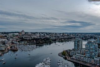 """Photo 5: 3905 1033 MARINASIDE Crescent in Vancouver: Yaletown Condo for sale in """"QUAYWEST"""" (Vancouver West)  : MLS®# R2366439"""