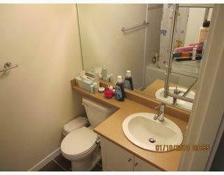 """Photo 8: 605 833 AGNES Street in New Westminster: Downtown NW Condo for sale in """"THE NEWS"""" : MLS®# V803624"""