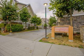 """Photo 2: 32 19141 124TH Avenue in Pitt Meadows: Mid Meadows Townhouse for sale in """"MEADOWVIEW ESTATES"""" : MLS®# R2209397"""