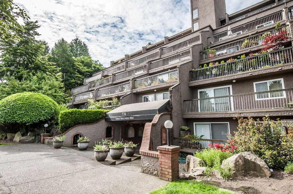 Main Photo: 211 774 Great Northern Way in Vancouver: Condo for sale (Vancouver East)  : MLS®# V1101584