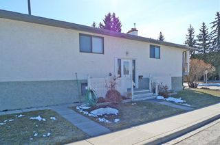 Photo 2: 5312 21 Street SW in Calgary: North Glenmore Park Semi Detached for sale : MLS®# C4246222