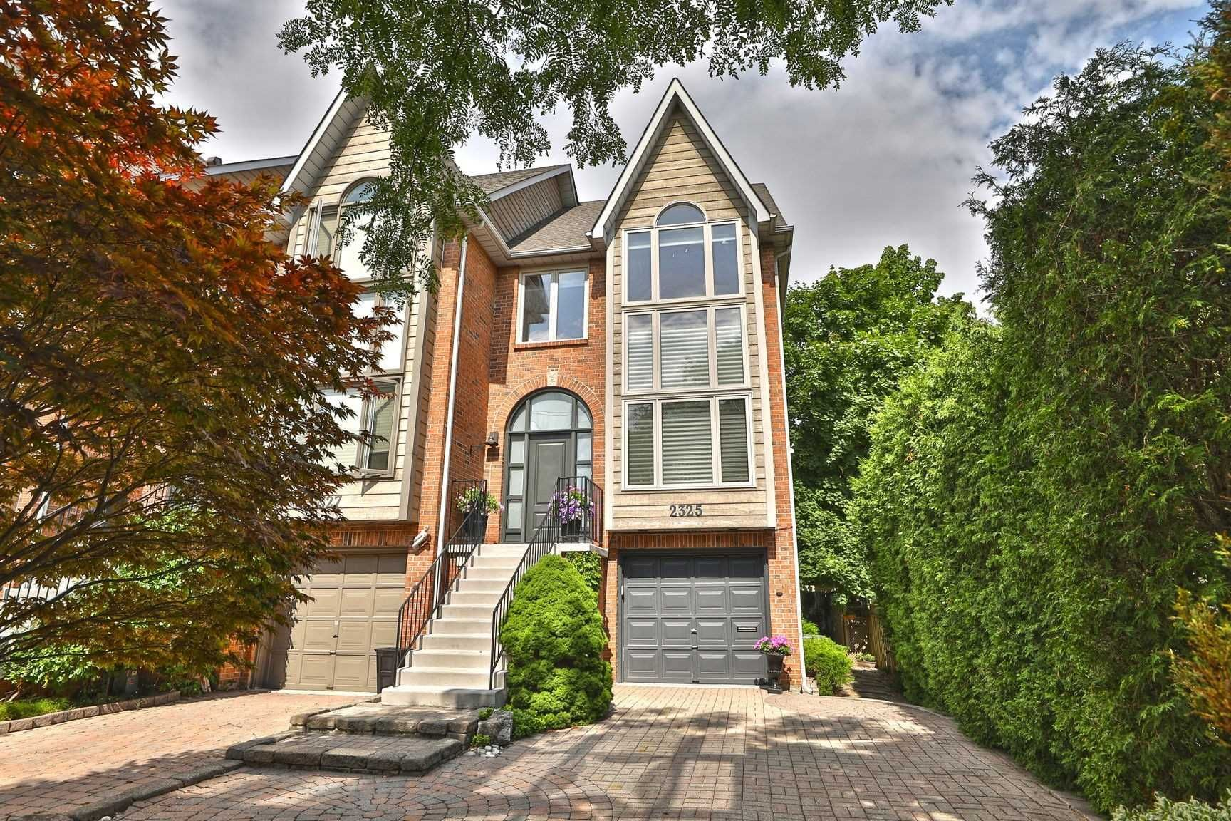 Main Photo: 2325 Marine Drive in Oakville: Bronte West House (3-Storey) for sale : MLS®# W4877027