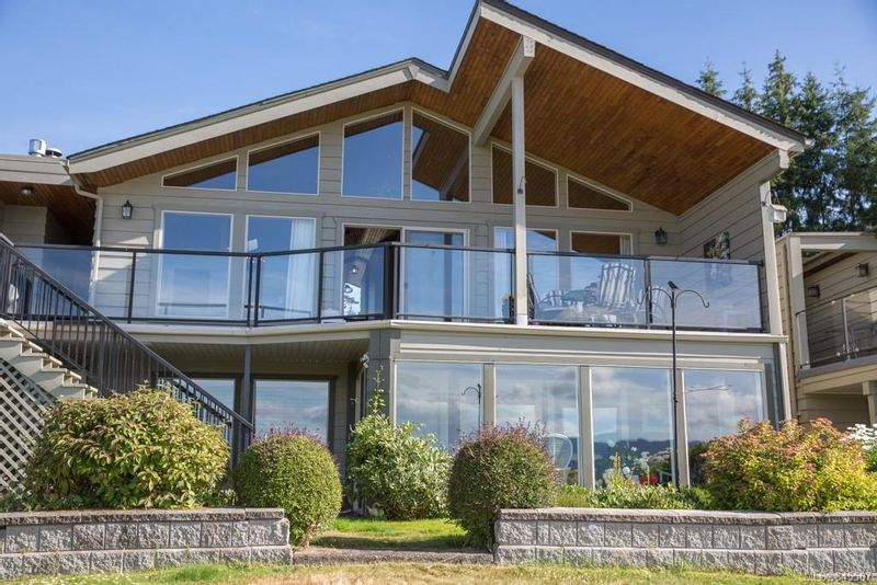 FEATURED LISTING: 11 - 1861 Maple Bay Rd