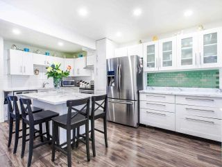 """Photo 3: 106 1950 CEDAR VILLAGE Crescent in North Vancouver: Westlynn Townhouse for sale in """"MOUNTAIN ESTATES"""" : MLS®# R2439112"""