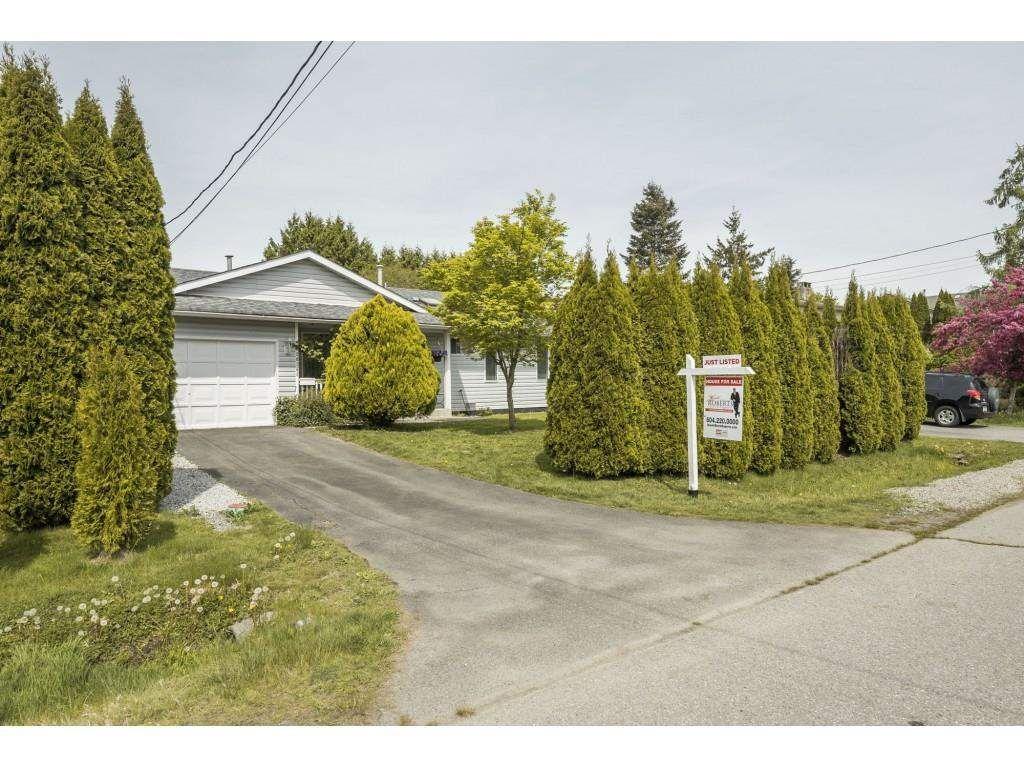 Main Photo: 20141 HAMPTON Street in Maple Ridge: Southwest Maple Ridge House for sale : MLS®# R2572810