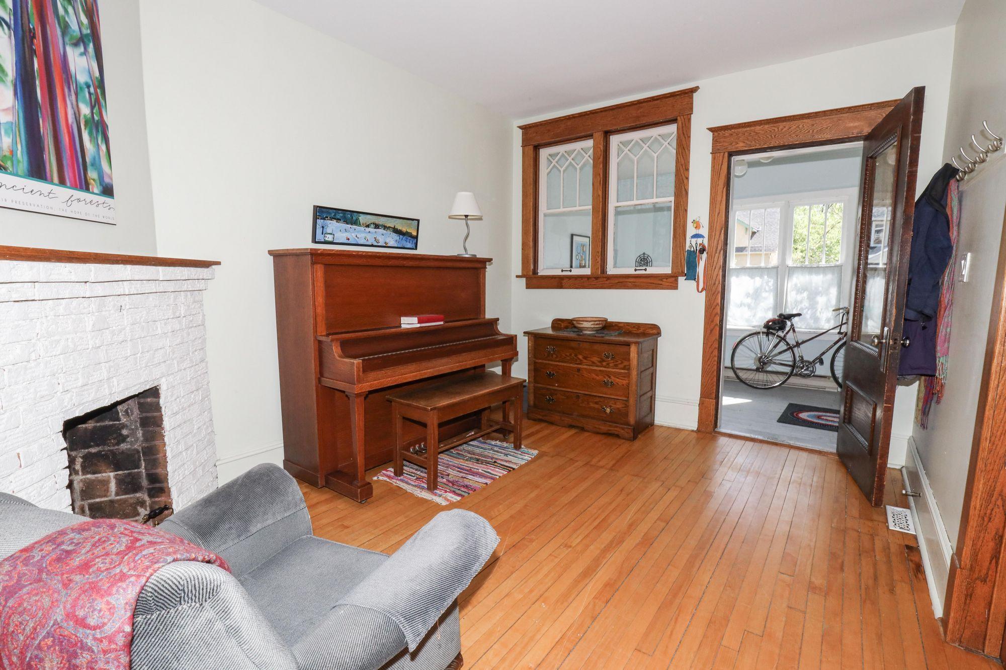 Photo 5: Photos: 110 Lipton in Winnipeg: Wolseley Single Family Detached for sale (5B)  : MLS®# 202111593