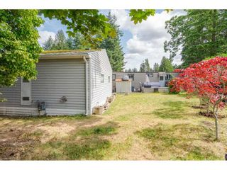 """Photo 19: 79 24330 FRASER Highway in Langley: Otter District Manufactured Home for sale in """"Langley Grove Estates"""" : MLS®# R2390843"""