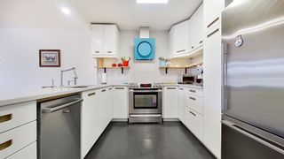 """Photo 13: 408 2288 W 12TH Avenue in Vancouver: Kitsilano Condo for sale in """"CONNAUGHT POINT"""" (Vancouver West)  : MLS®# R2594302"""